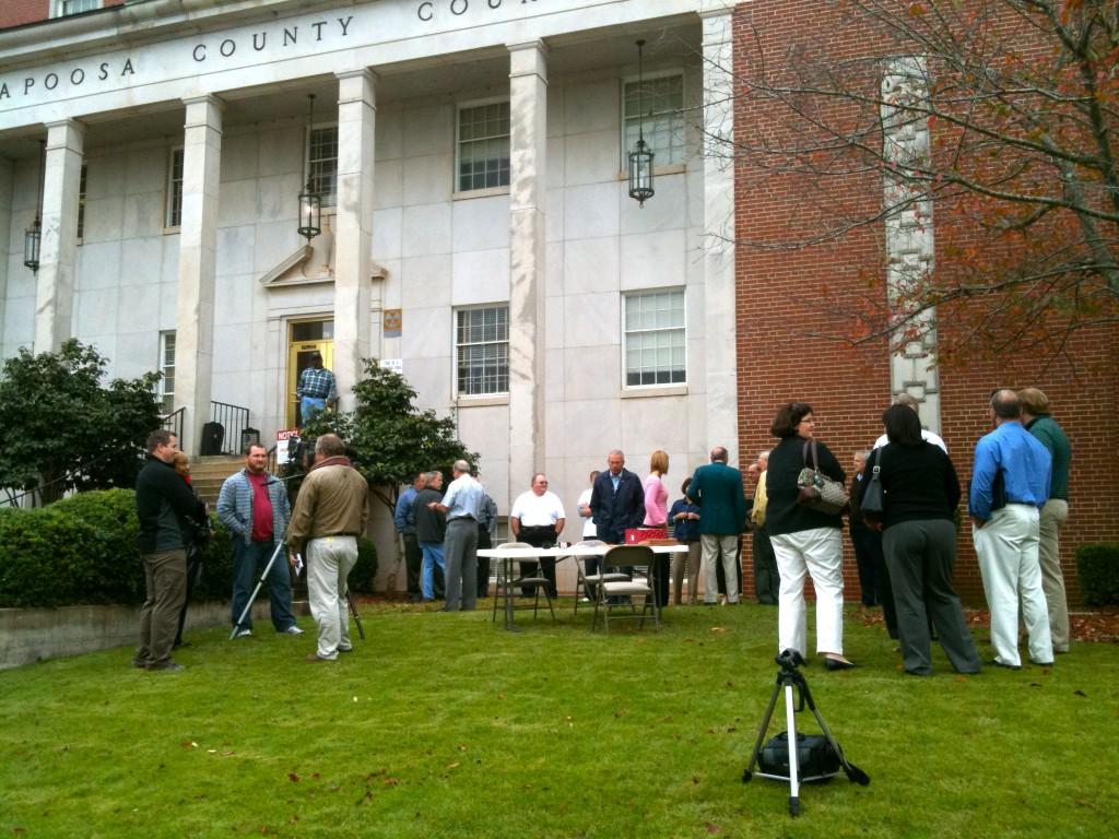 crowd waits for auction Richard Scrushy Lake Martin home